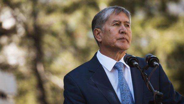 Президент Киргизии наградил главу МИД КНР орденом за укрепление дружбы
