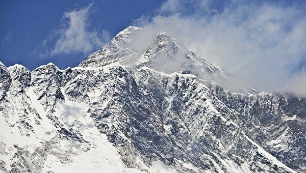 Альпинисты из Нидерландов и Австралии покорили Эверест и погибли на спуске