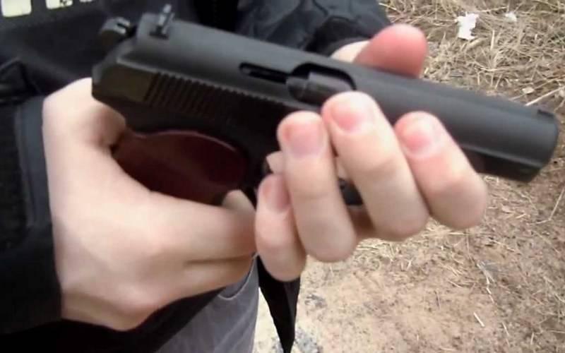 Брянец украл измагазина пневматический пистолет