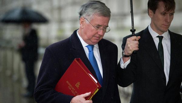 Фэллон: Британия убеждена, что санкции против России не нужно ослаблять