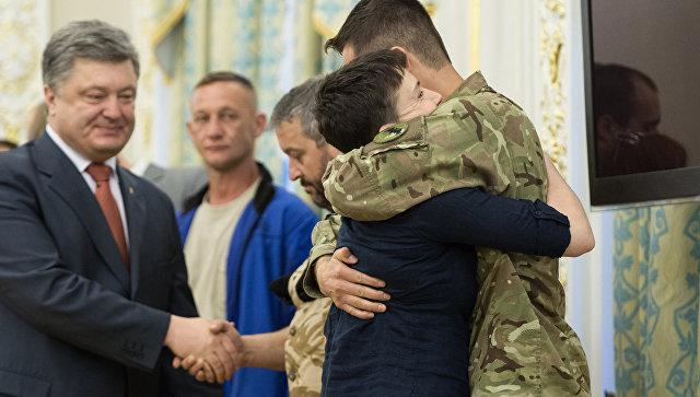 Порошенко заявил, что ждет передачи других осужденных в России украинцев