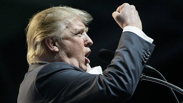Противники Трампа прорвали оцепление у зала во время его выступления