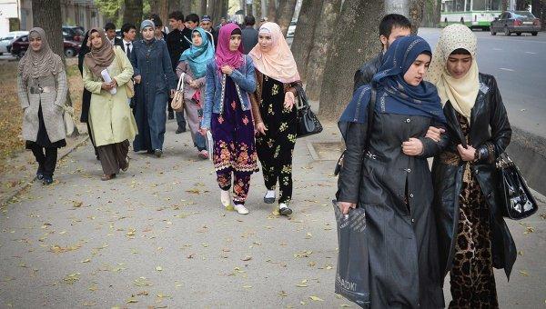 В Таджикистане планируют усилить контроль над стилем женской одежды
