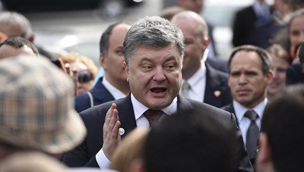 Порошенко поблагодарил Меркель и Обаму за участие в возвращении Савченко
