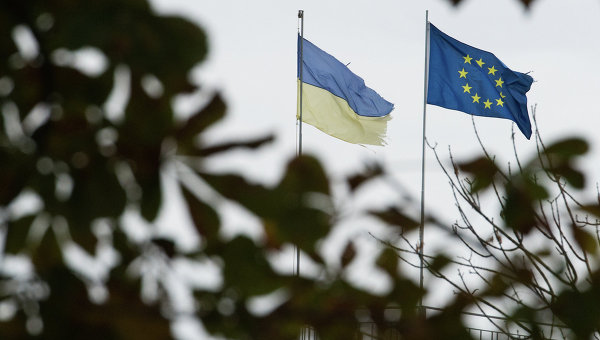 Порошенко просят провести референдум о целесообразности вступления в ЕС