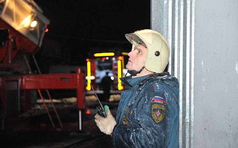 На территории «Навлинского завода «Промсвязь» вспыхнул пожар
