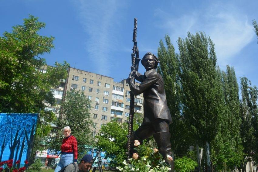 В Саратове открыли памятник Олегу Янковскому