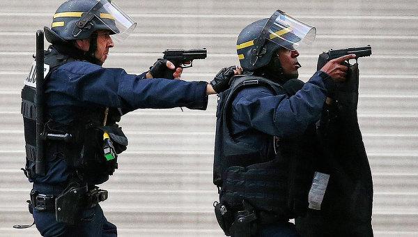 В Париже в ходе перестрелки пострадали два человека