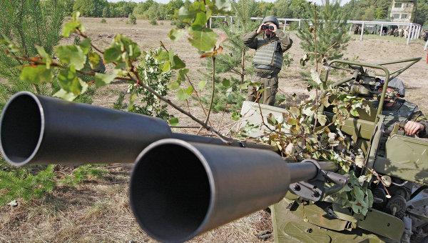 Украинские военные обстреливают из артиллерии село Коминтерново в ДНР