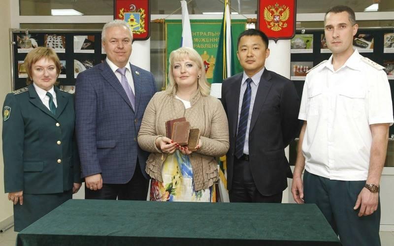 Брянские таможенники передали крымскому музею конфискованные книги