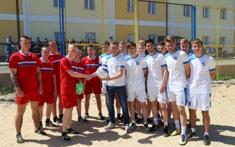 В День защиты детей брянские динамовцы сыграли струдными подростками