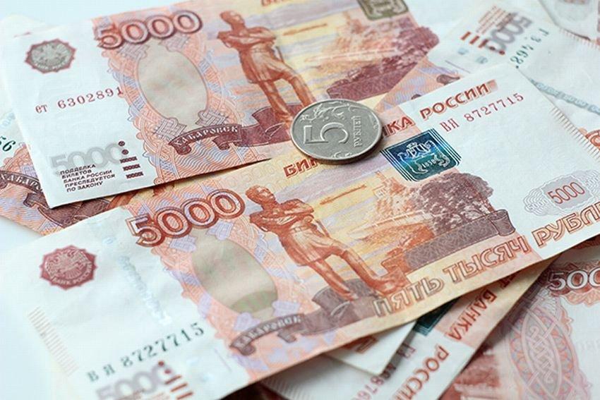 Летом рубль будет медленно слабеть