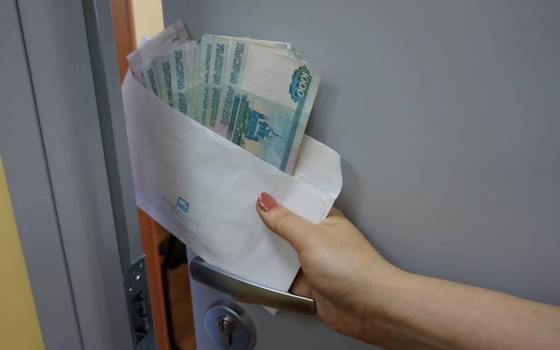 В Брянске задержали следователя скрупной взяткой