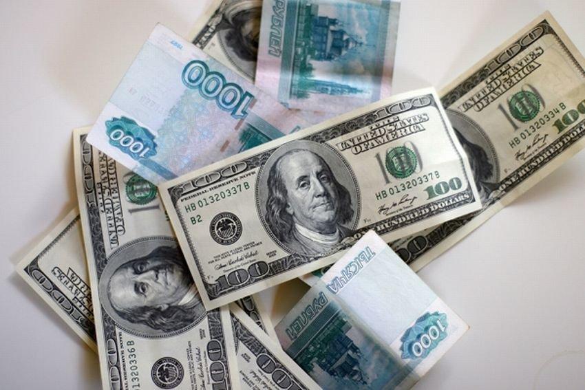 Рубль ослабнет к августовским отпускам
