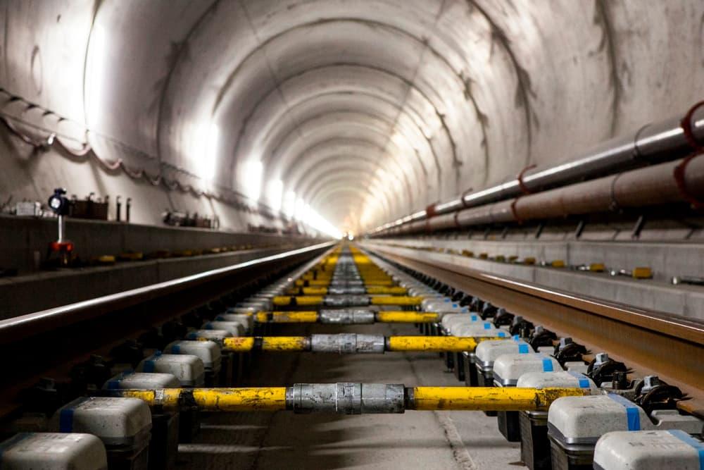 В Швейцарии открылся самый длинный и самый глубокий тоннель в мире