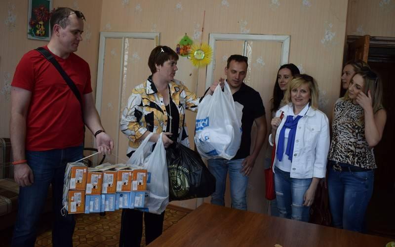 Сотрудники компании «БинВест» привезли подарки вдетские учреждения Брянской области