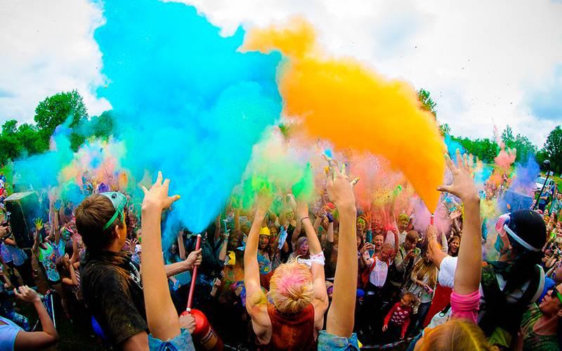 Жителей Брянска приглашают запонтонный мост нафестиваль красок