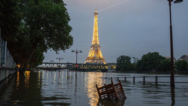 Несколько тысяч домохозяйств остаются без света из-за паводка во Франции