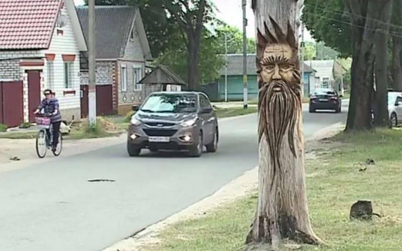 В Злынке появилась деревянная скульптура Перуна