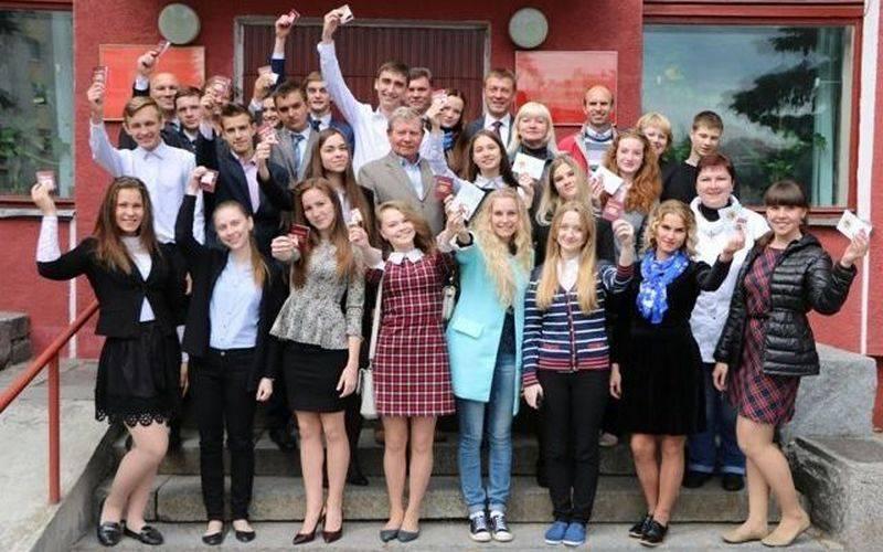 Министерство спорта наградило брянских школьников золотыми значками ГТО