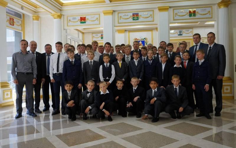 Брянский губернатор наградил футболистов Негинского детского дома запобеду вСочи