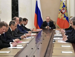 Путин провел оперативное совещание с членами Совбеза России