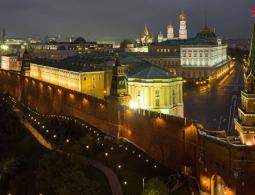 Россия не будет инициировать вопрос об ослаблении санкций, заявил Песков