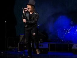 В Брянске показали мистический рок-спектакль о Паганини