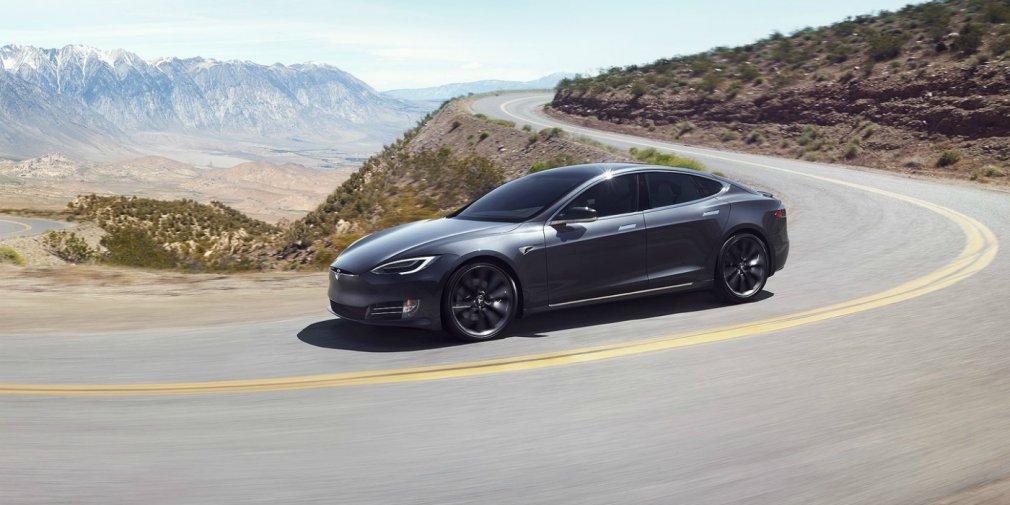 Видео: сотрудник Tesla спит за рулем во время езды на автопилоте