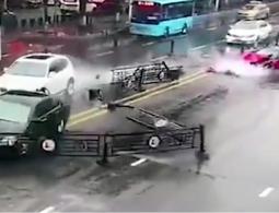 Видео: девушка впервые села в Ferrari и сразу же его разбила