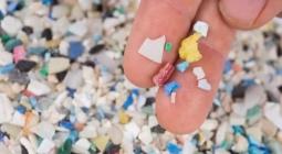 Ирландский студент создал средство для очистки воды от пластика
