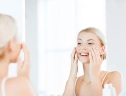 Дерматолог рассказал, как женщинам и мужчинам ухаживать за кожей лица зимой