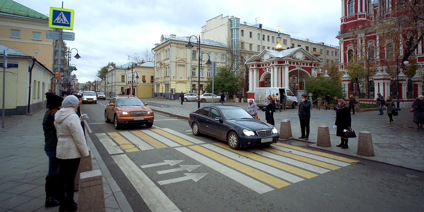 Пешеходам разрешили жаловаться на нарушителей ПДД при помощи смартфона