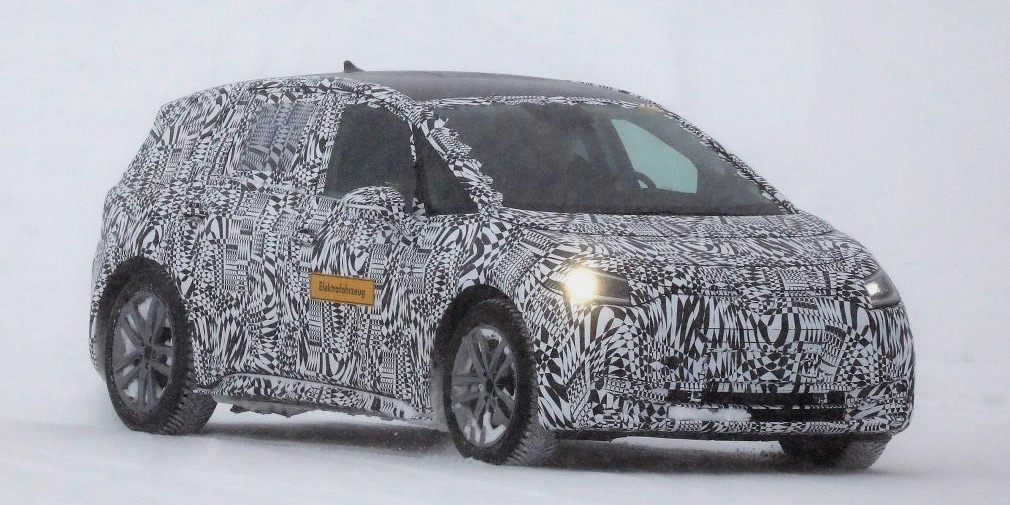 Volkswagen испытал электрический хэтчбек в зимних условиях