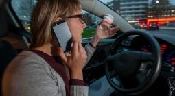В Госдуме предложили увеличить штраф за разговоры по телефону за рулем