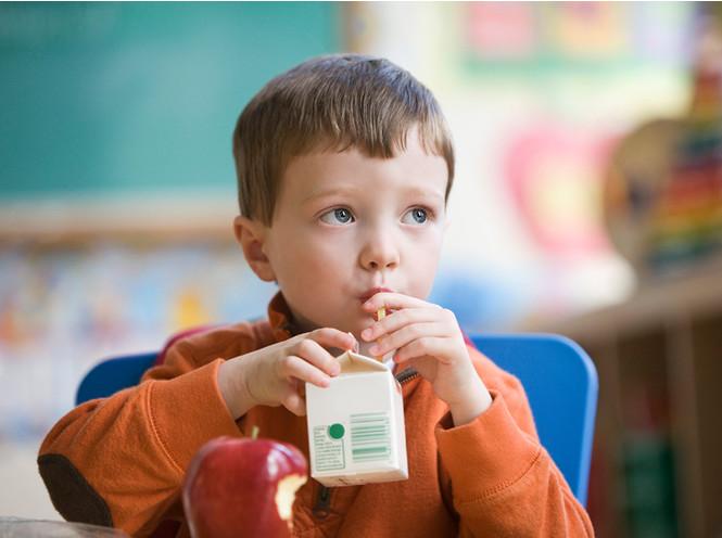 5 вредных продуктов, которыми мы регулярно кормим детей