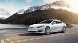 #видео | Автопилот Tesla помог избежать аварии в гололед