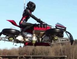 #видео | Проект летающего мотоцикла Lazareth реален — он поднялся на метровую высоту