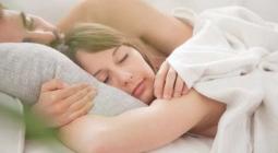 Как ночь в одной кровати с партнером влияет на сон?