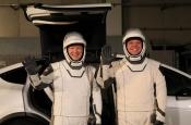 Кроссоверы Tesla доставят космонавтов к ракетам для отправки на МКС