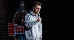 Стендап-комик из Stand Up Club #1 Кирилл Селегей едет в тур по России
