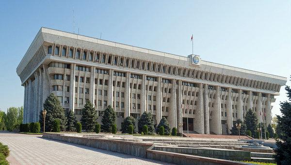 Президентская партия Киргизии выдвинула своего лидера на пост спикера