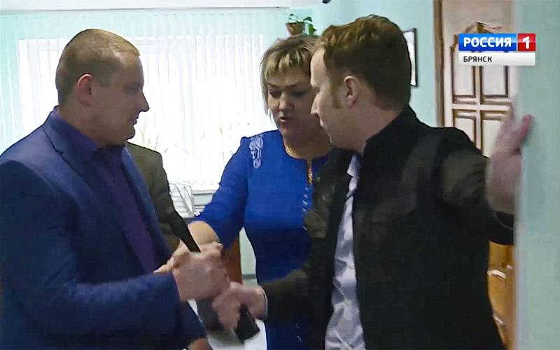 Брянского тележурналиста атаковали вофисе фирмы, «впаривающей» пенсионерам прибор «Спасатель»