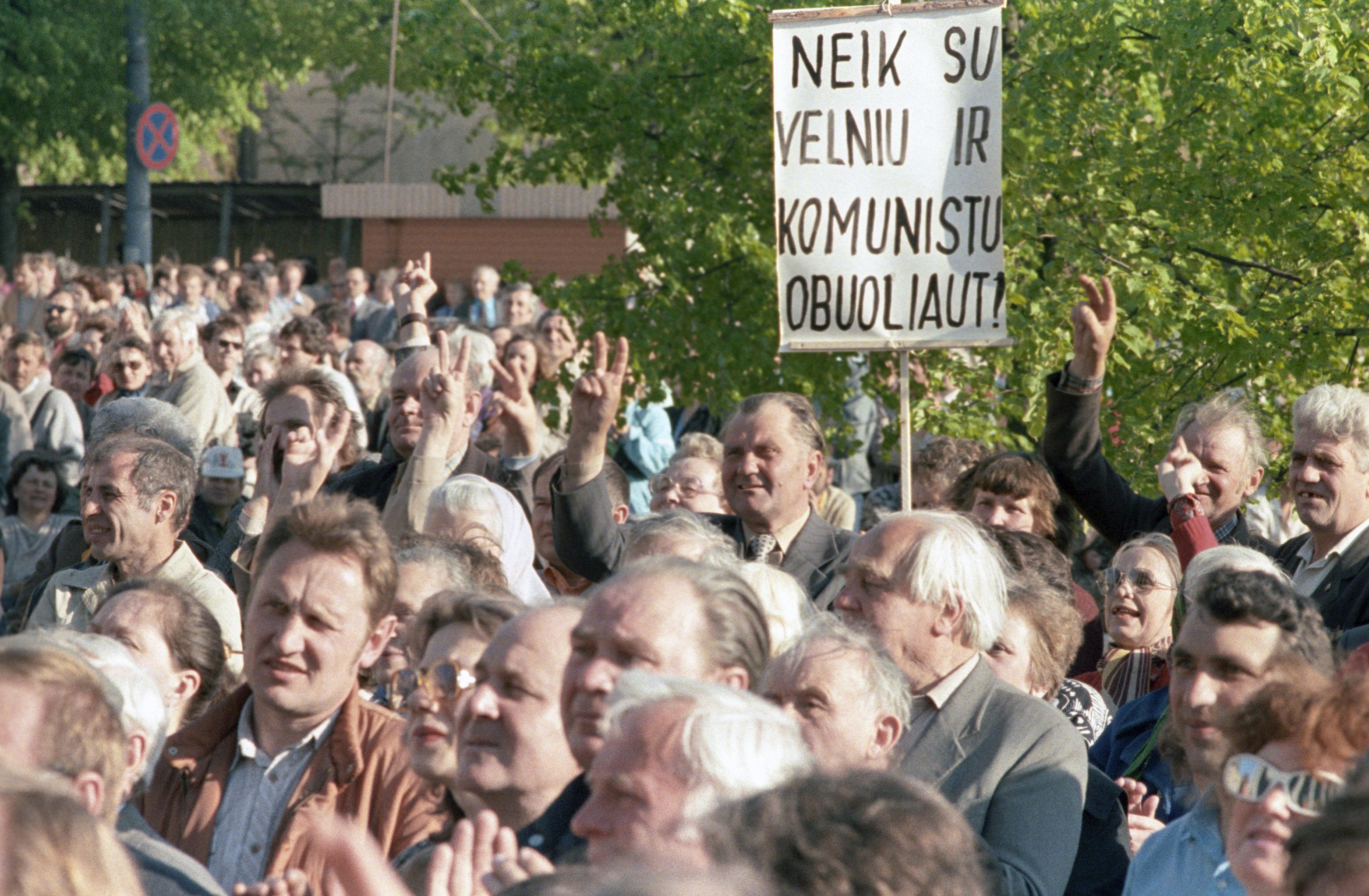 Гражданское общество на постсоветском пространстве: борьба за «конец истории»