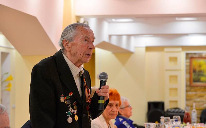 Александр Богомаз встретился светеранами Великой Отечественной войны итруда
