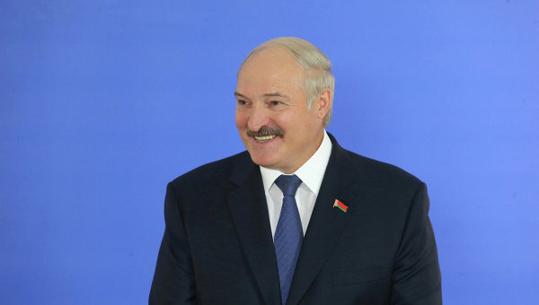 Лукашенко обещает решить проблемы районов, пострадавших от аварии на ЧАЭС