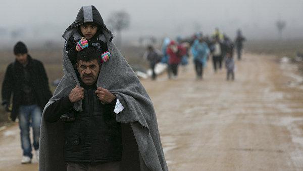 Восемьсот беженцев два месяца ждут своей судьбы на границе Сербии