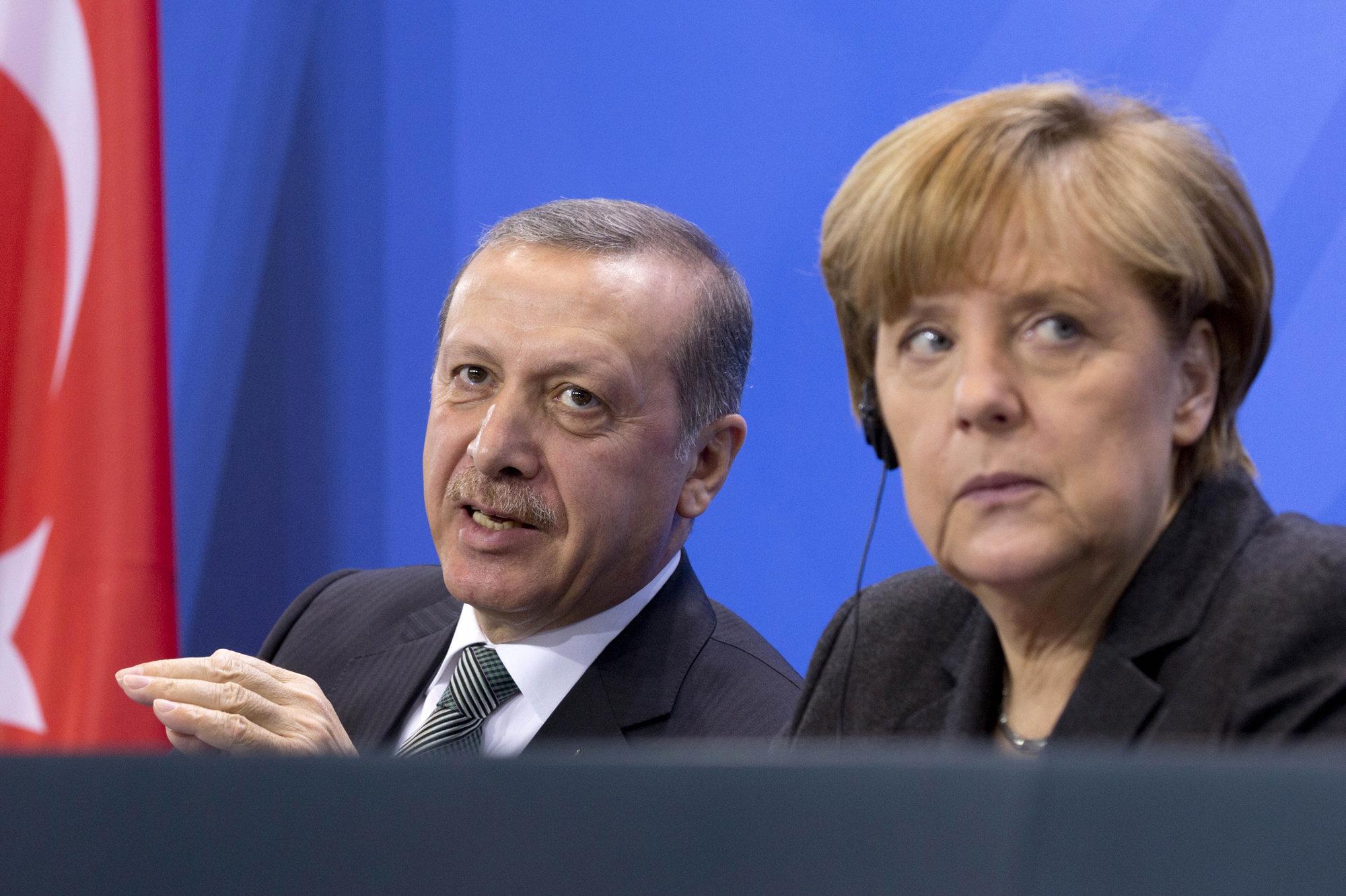 Почему Меркель дает водить себя за нос Эрдогану?