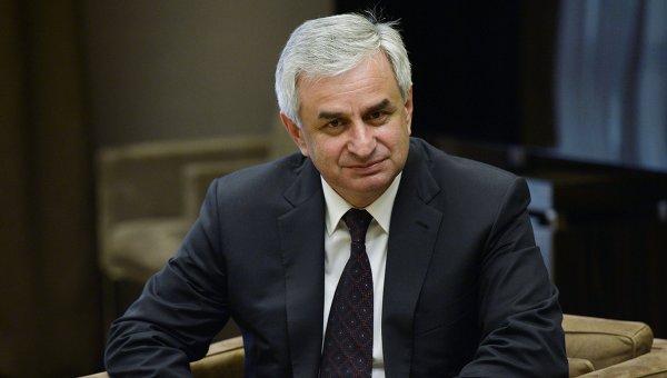 Президент Абхазии надеется на участие молодежи в работе государства