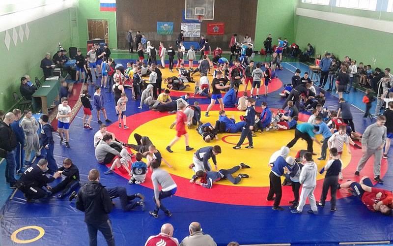 Около 300 спортсменов выступят вБрянске натурнире повольной борьбе памяти Ермакова